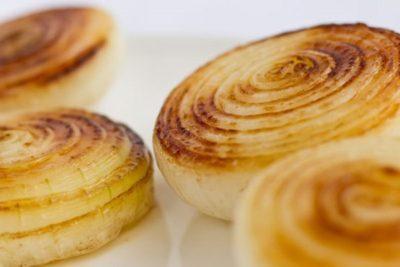 Печеный лук для вытягивания гноя: как приготовить