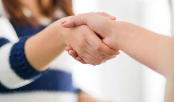 Заразен ли псориаз кожи для окружающих: передается ли от человека к человеку, по наследству, половым путем